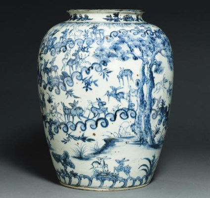 A LARGE BLUE AND WHITE 'HUNDRE