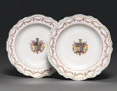 A PAIR OF FAMILLE ROSE ARMORIA