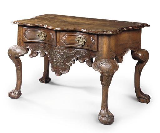A PORTUGUESE WALNUT SIDE TABLE
