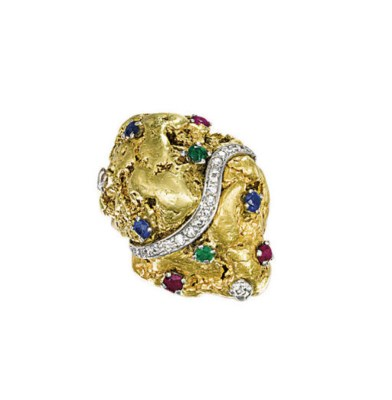 A GOLD NUGGET RING