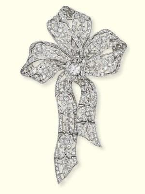A BELLE EPOQUE DIAMOND BOW BRO