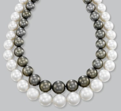 A TWO-ROW CULTURED PEARL NECKL