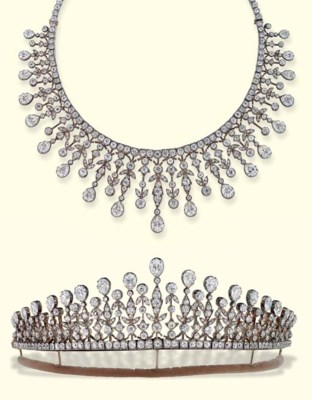 AN ANTIQUE DIAMOND NECKLACE/TI