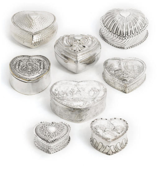 A GROUP OF EIGHT SILVER AND ME