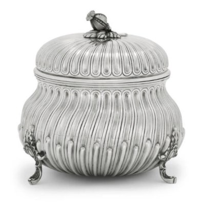 A PORTUGUESE COVERED BOWL