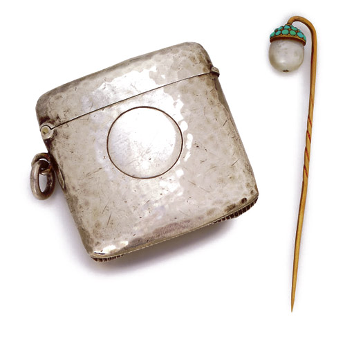 AN EDWARD VII SILVER VESTA CASE AND A VICTORIAN GOLD, PEARL AND TURQUOISE TIE-PIN