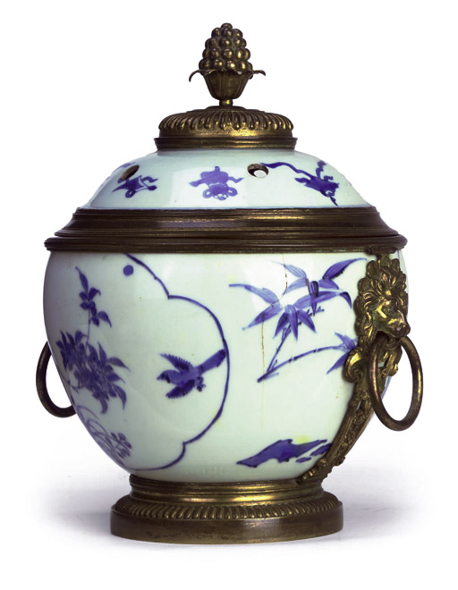 A REGENCE ORMOLU-MOUNTED CHINESE BLUE AND WHITE PORCELAIN POT-POURRI VASE AND COVER