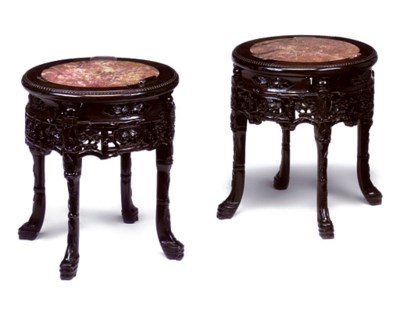 A PAIR OF CHINESE ROSEWOOD URN