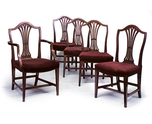A SET OF FIVE GEORGE III MAHOGANY DINING CHAIRS