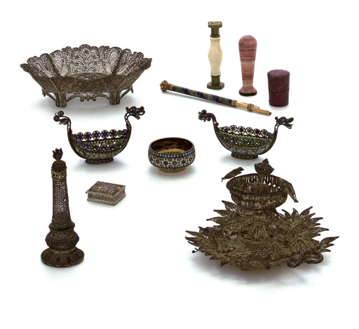 A MIXED LOT OF SILVER AND OBJECTS OF VERTU