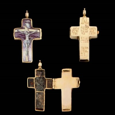 A GOLD AND ENAMEL RELIQUARY CR