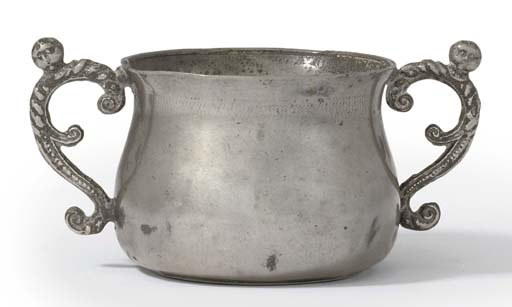 AN ENGLISH PEWTER CAUDLE CUP