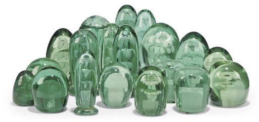 SEVENTEEN VARIOUS GREEN GLASS