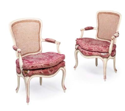 A PAIR OF ROYAL LOUIS XV WHITE