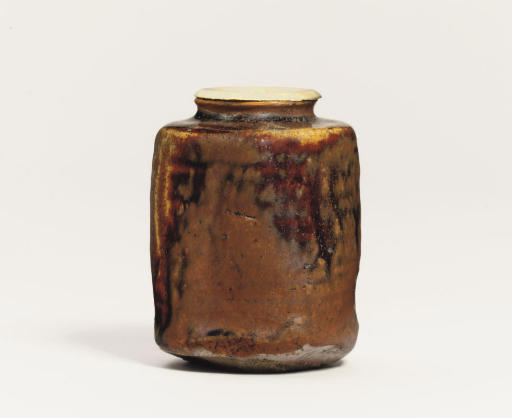 A Seto chaire [tea jar]