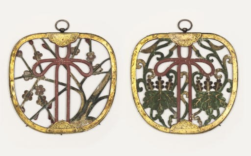 Two keman [alter pendants]