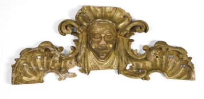 AN ITALIAN CARVED GILTWOOD CRE