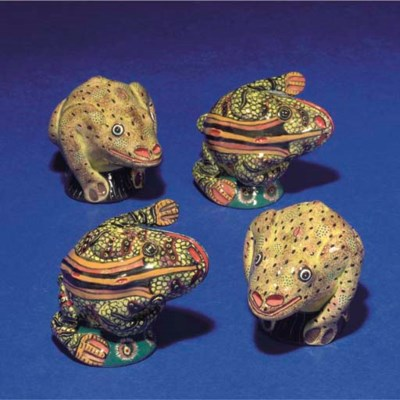 A PAIR OF FROG SALT AND PEPPER
