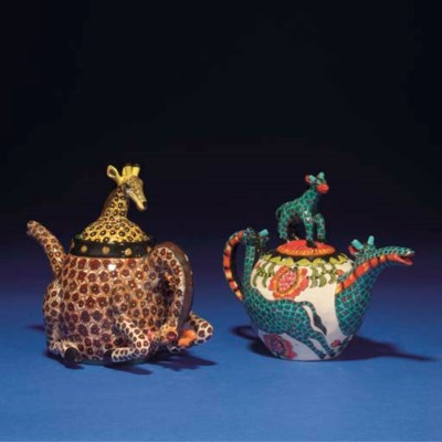 A GIRAFFE TEAPOT AND COVER