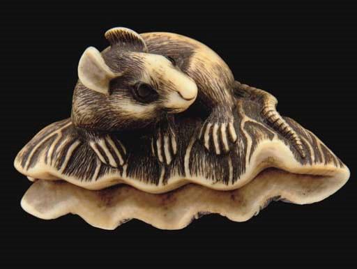 A Japanese ivory netsuke, 19th