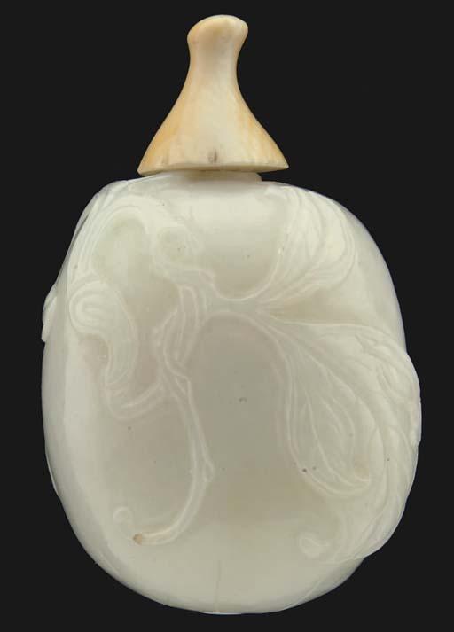 A Chinese pale celadon jade sn