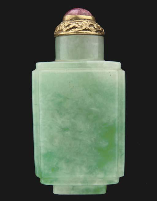 A Chinese jadeite snuff bottle