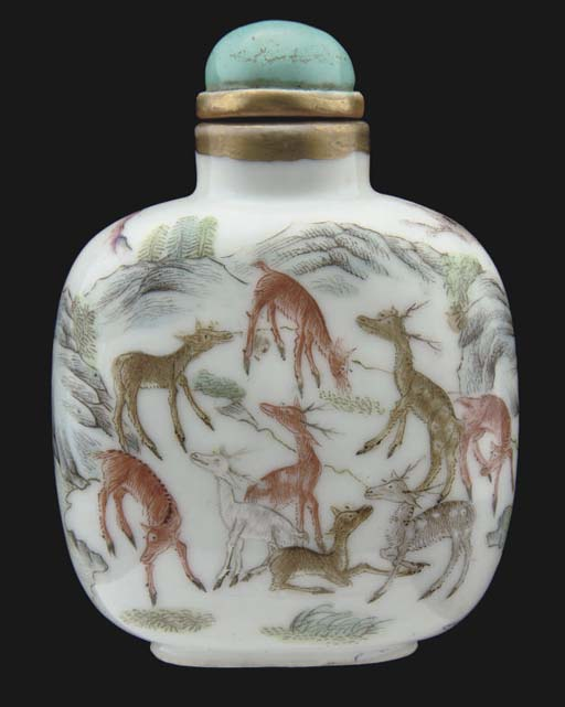 A large Chinese snuff bottle,