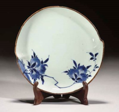 A Chinese blue and white peach