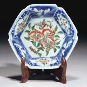 A Chinese famille verte underglaze blue hexagonal saucer-dis