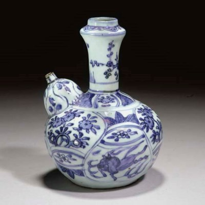 A CHINESE BLUE AND WHITE KENDI
