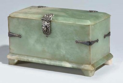 A JADE BOX WITH SILVER FITTING