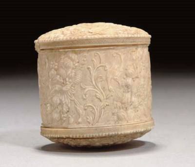 A DOUBLE ENDED IVORY CYLINDRIC
