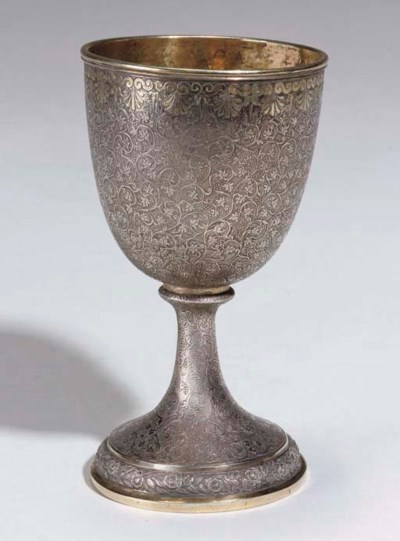 AN ENGRAVED SILVER FOOTED CUP,