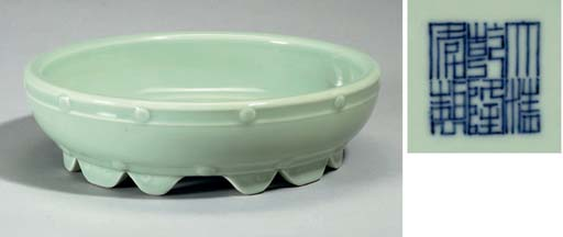 A Celadon bulb bowl. 18th/19th