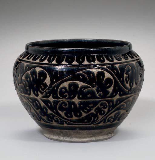 A Cizhou brown glazed jar, 12t