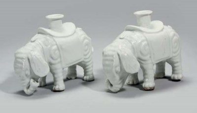 A pair of Chinese white glazed