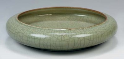 A Chinese celadon crackle glaz