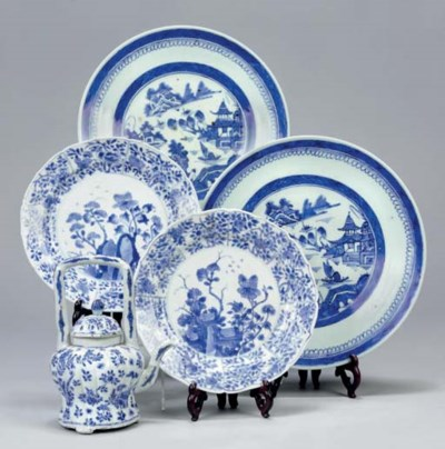 A Chinese blue and white overh