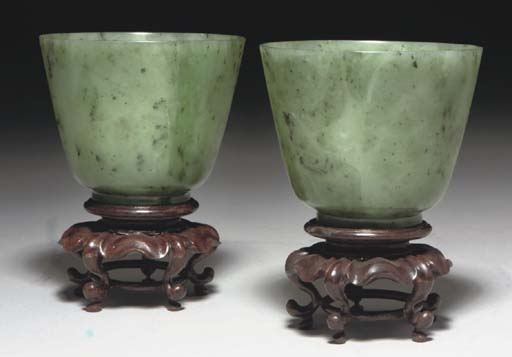 A pair of Chinese spinach jade