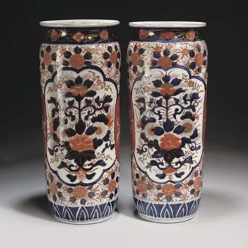 A pair of Japanese Imari sleev