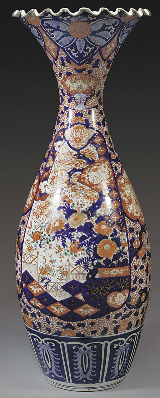 A Large Japanese imari vase, 1