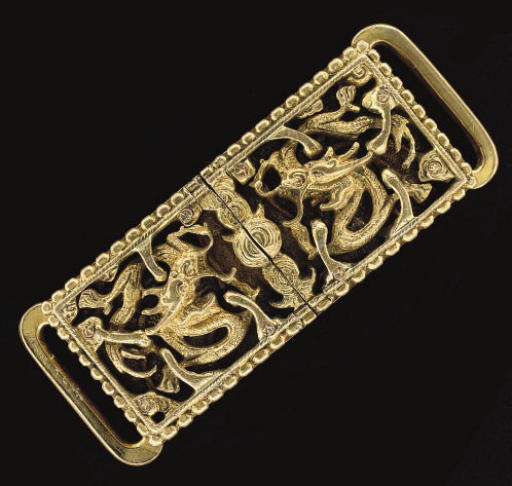 A Chinese gilt-bronze interlocked two-section buckle and hook, 18th century