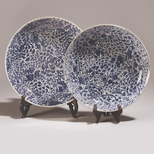 Two similar Chinese blue and white dishes, Kangxi (1662-1722)