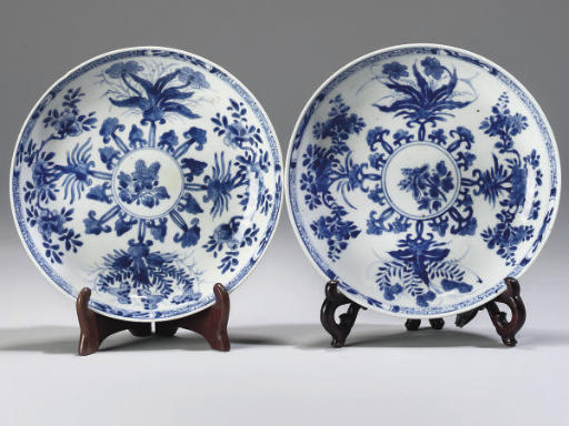 A pair of Chinese blue and white dishes, Kangxi (1662-1722)