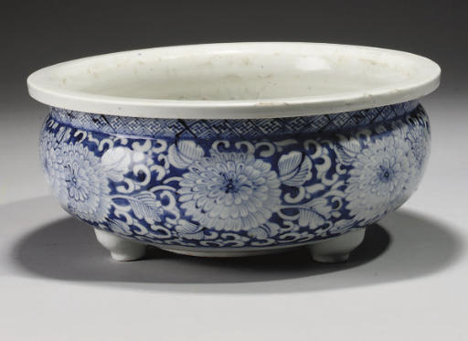 A Chinese blue and white tripod censer, Kangxi (1662-1722)