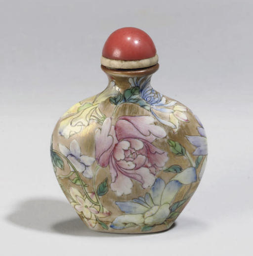 A Chinese famille rose millefleurs snuff bottle, 19th century