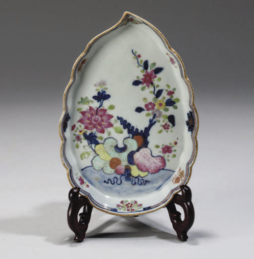 A Chinese leaf formed pseudo-tobacco leaf dish, 18th Century