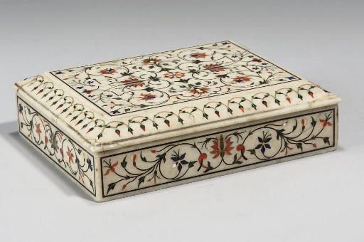 AN INLAID WHITE MARBLE BOX, AG
