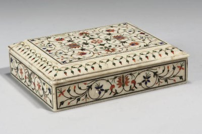 AN INLAID WHITE MARBLE BOX, AG