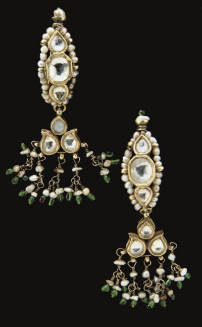A PAIR OF GOLD AND PEARL EARRI